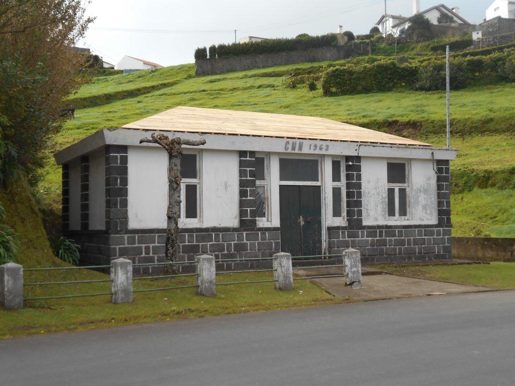Beneficiação de sede da Junta de Freguesia de Santana (edificio da F. Grande)