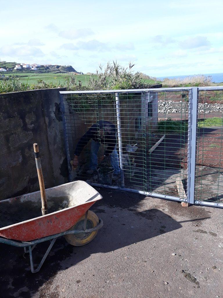 Colocação de muro de proteção na cascalheira de Santo António