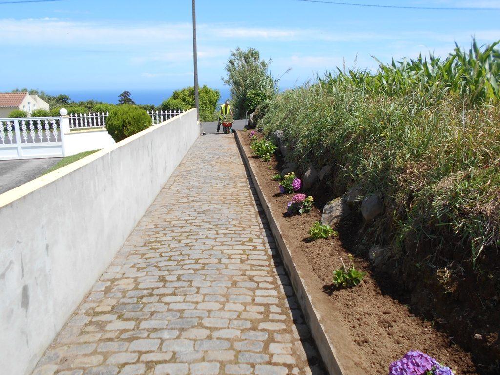 Limpeza de caminhos e jardins na Assomada - Lomba da Fazenda