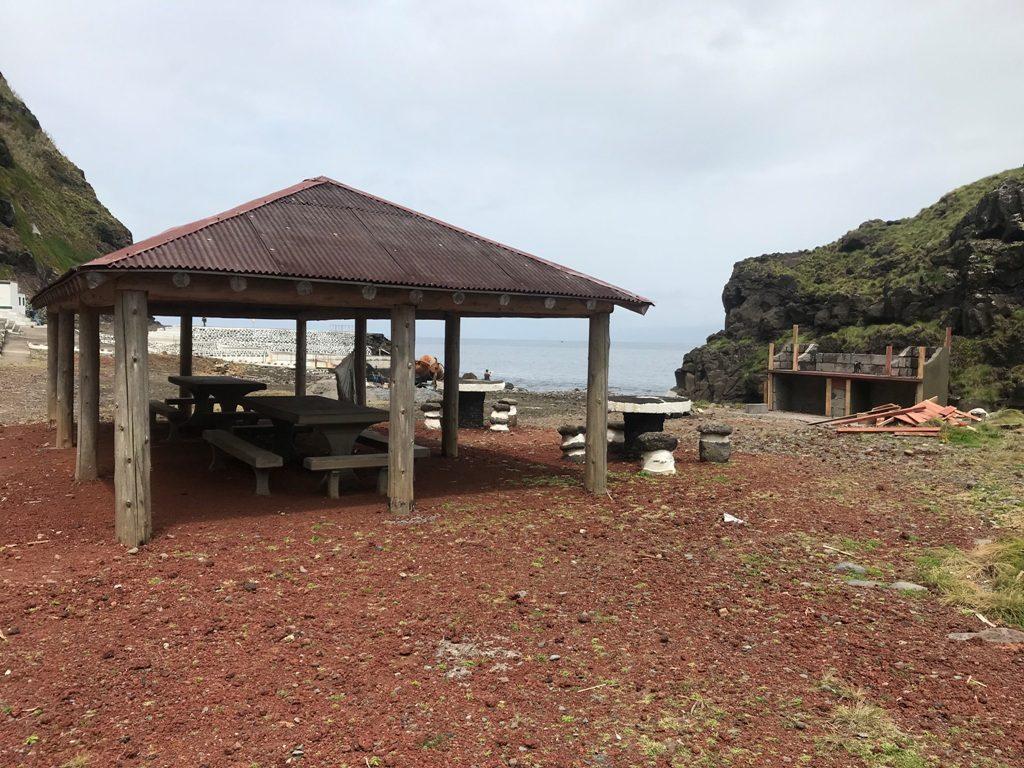 Limpeza e beneficiações na Zona Balnear da Foz da Ribeira