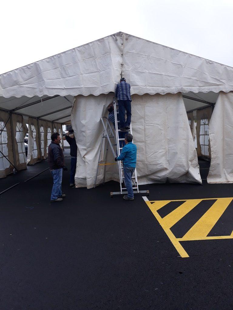Montagem de tendas e de outras infraestruturas para as festas de verão do concelho