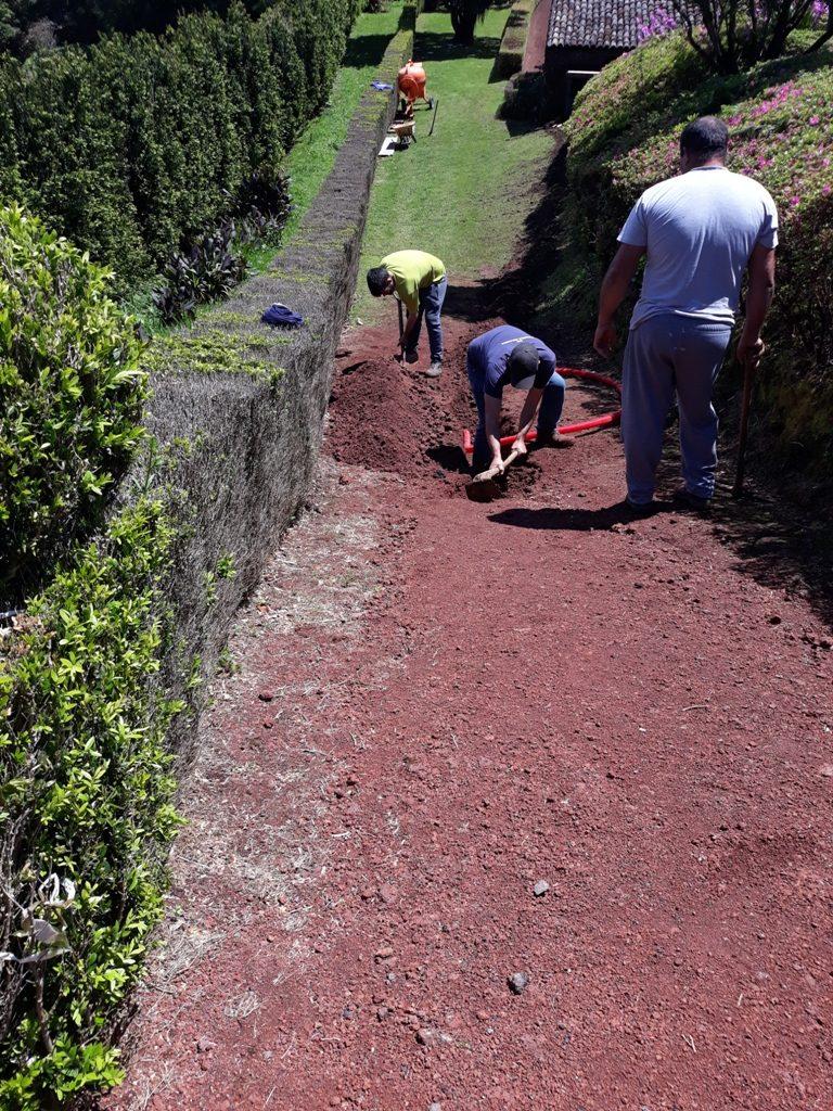 Preparação da instalação de eletricidade no Miradouro da Ponta do Sossego