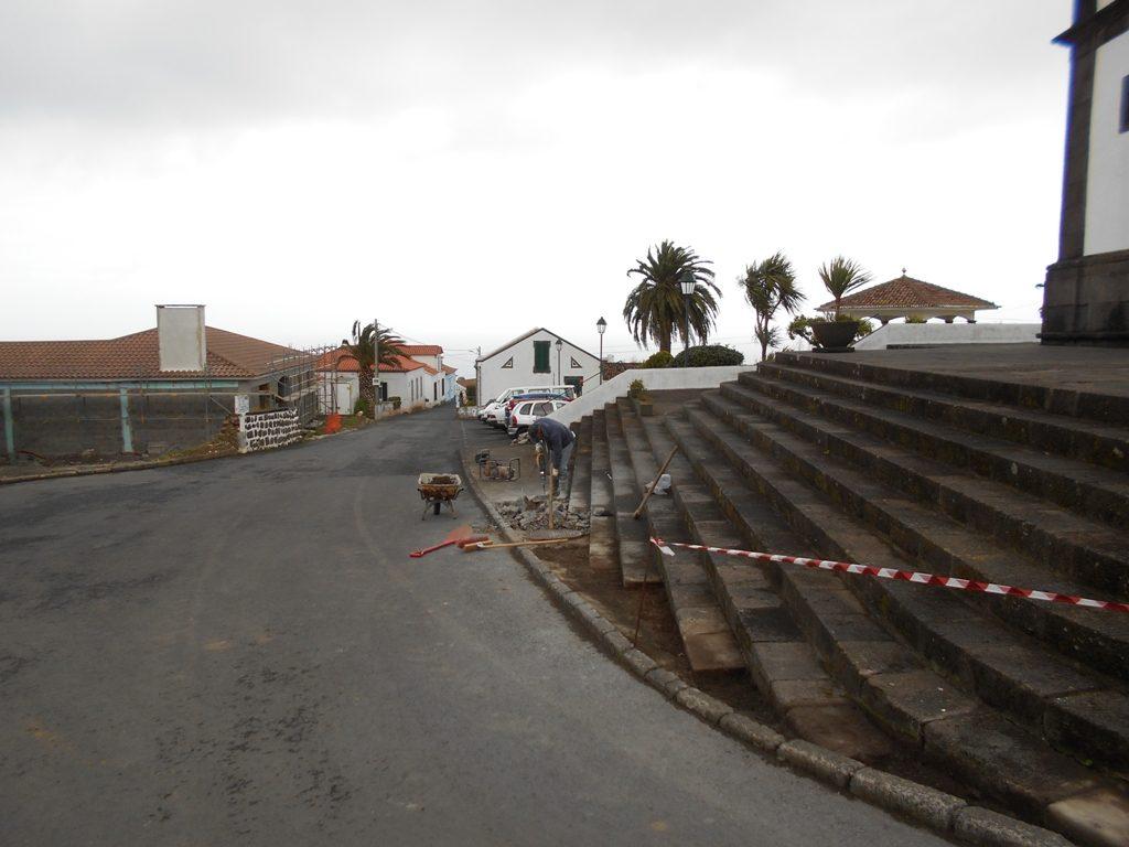 Reparação de passeios em S. Pedro de Nordestinho
