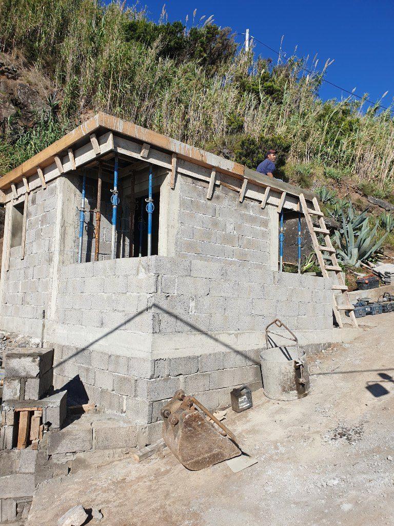 Reabilitação do Caminho do Porto de Pescas e execução de balneários - Vila do Nordeste