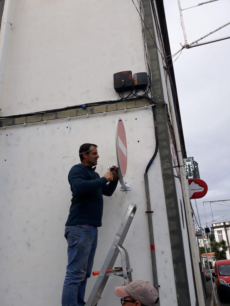 Colocação de sinalização vertical em vários pontos do concelho