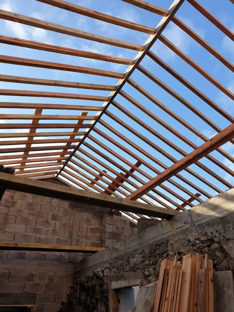 Continuação das obras de beneficiaçao de 4 moradias de habitacao social - Santana e Achada