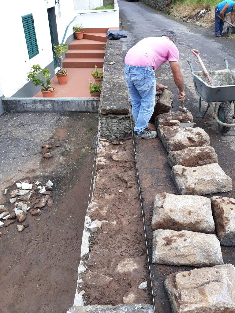 Reparação de muros nas Courelas de Cima - Vila do Nordeste