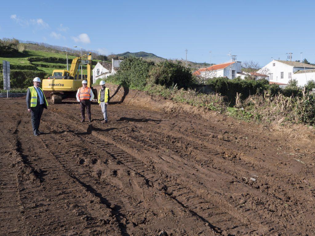 Concluído o parque de estacionamento das Amoreiras (1ª fase) - Vila do Nordeste