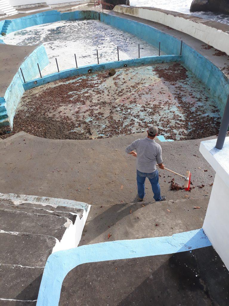 Preparação da Foz da Ribeira do Guilherme para a abertura da época balnear