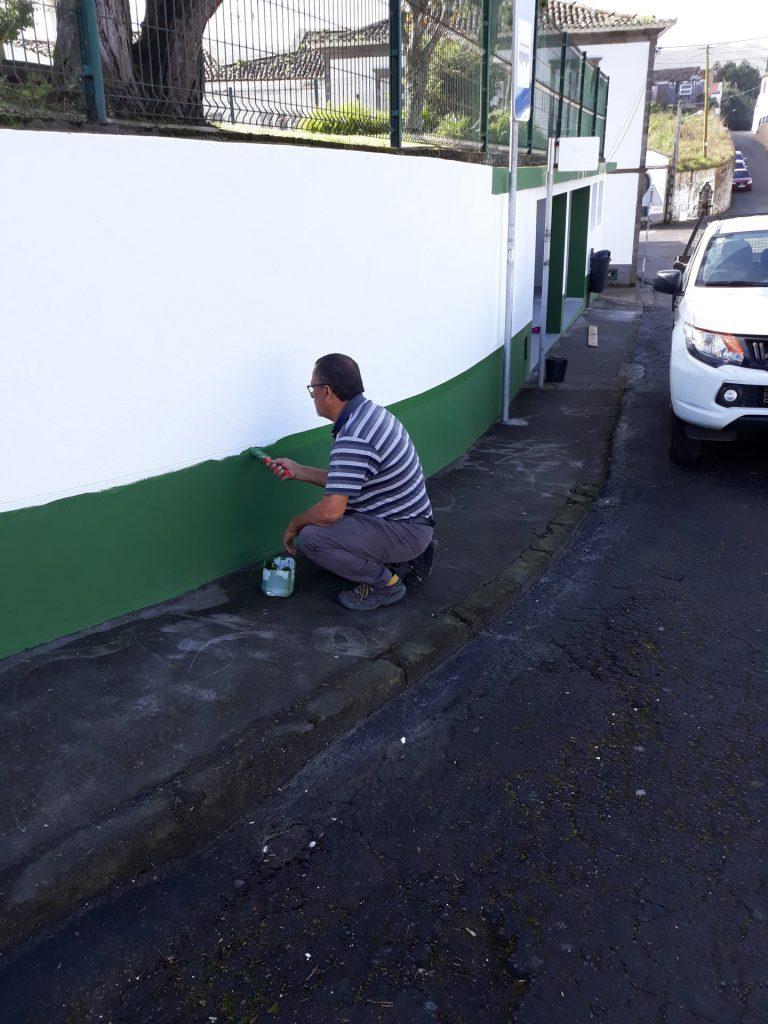 Beneficiação de pintura de paragens de autocarro em todas as freguesias