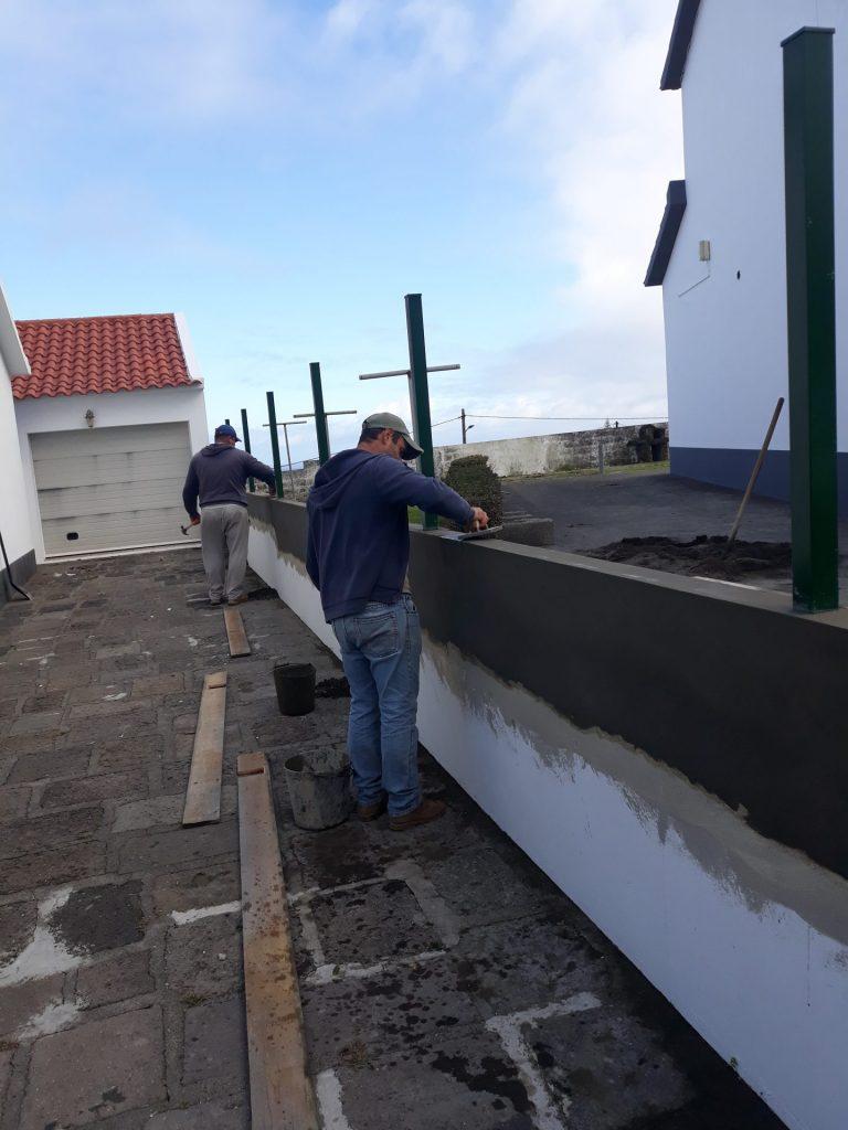 Execução de vedação de moradia do município na Rua da Autonomia - Vila do Nordeste