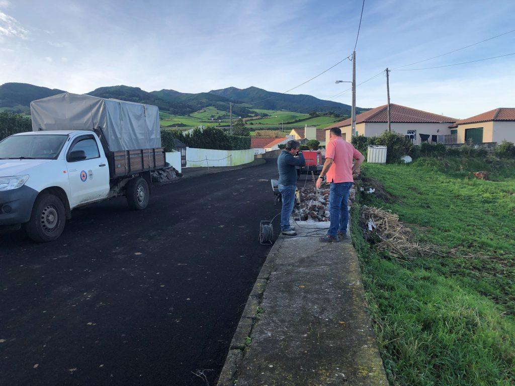 Início dos trabalhos de reparação de passeios nas Almas de Baixo - Lomba da Fazenda