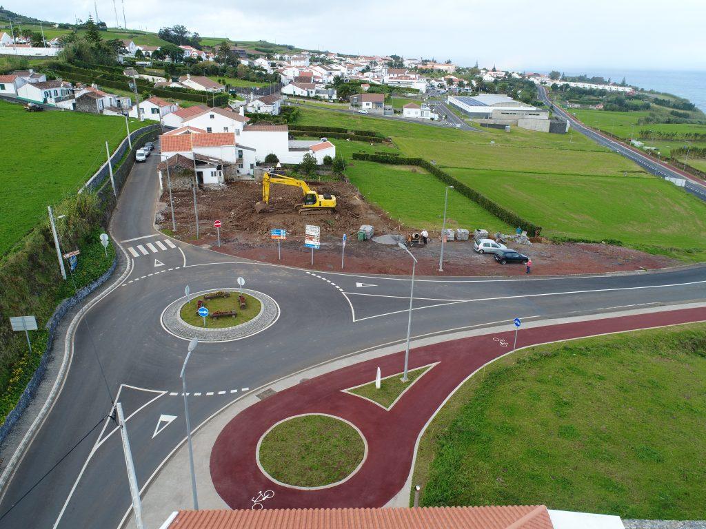 Vedação de terrenos adquiridos pela CMN na Rua Pacheco Monte para a construção de habitação social - Vila do Nordeste (2)