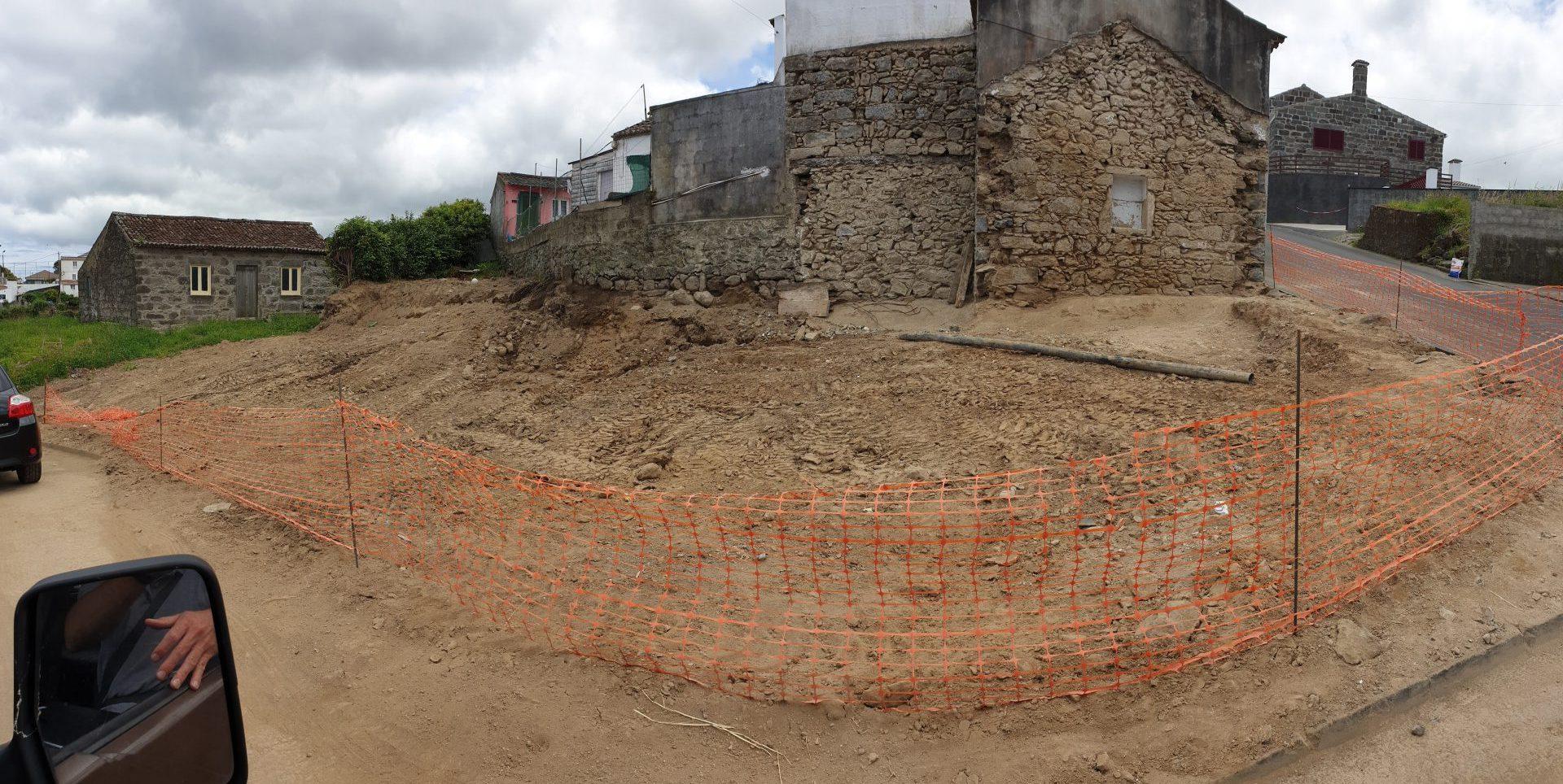 Execução de parque de estacionamento na Rua de Santana - Rua do Valverde - Feteira Pequena (2)