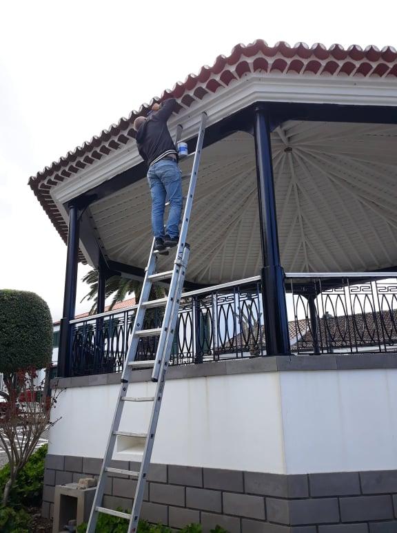 Limpeza e pintura do património - Coreto do Jardim do Município - Vila do Nordeste