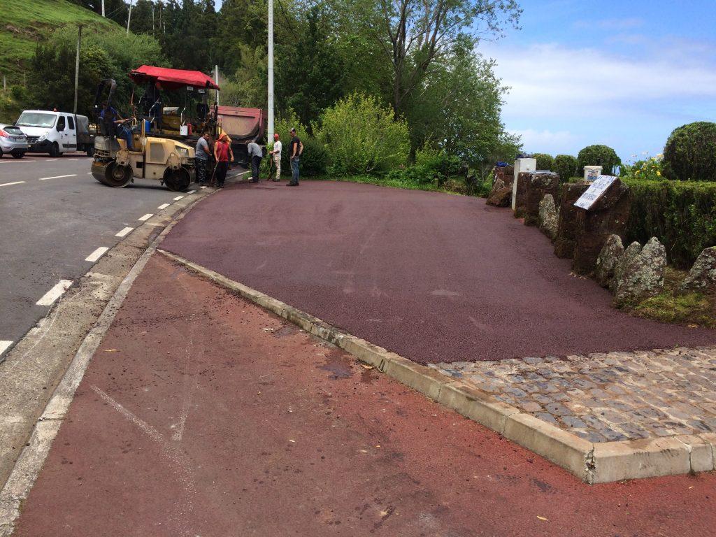 Pavimentação da zona de entrada do Miradouro da Ponta do Sossego