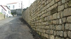 Execução de muro na Rua do Calço na Algarvia
