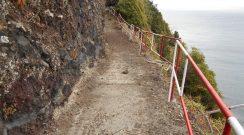 Limpeza e colocação de vedação no trilho de acesso à Fajã do Araújo