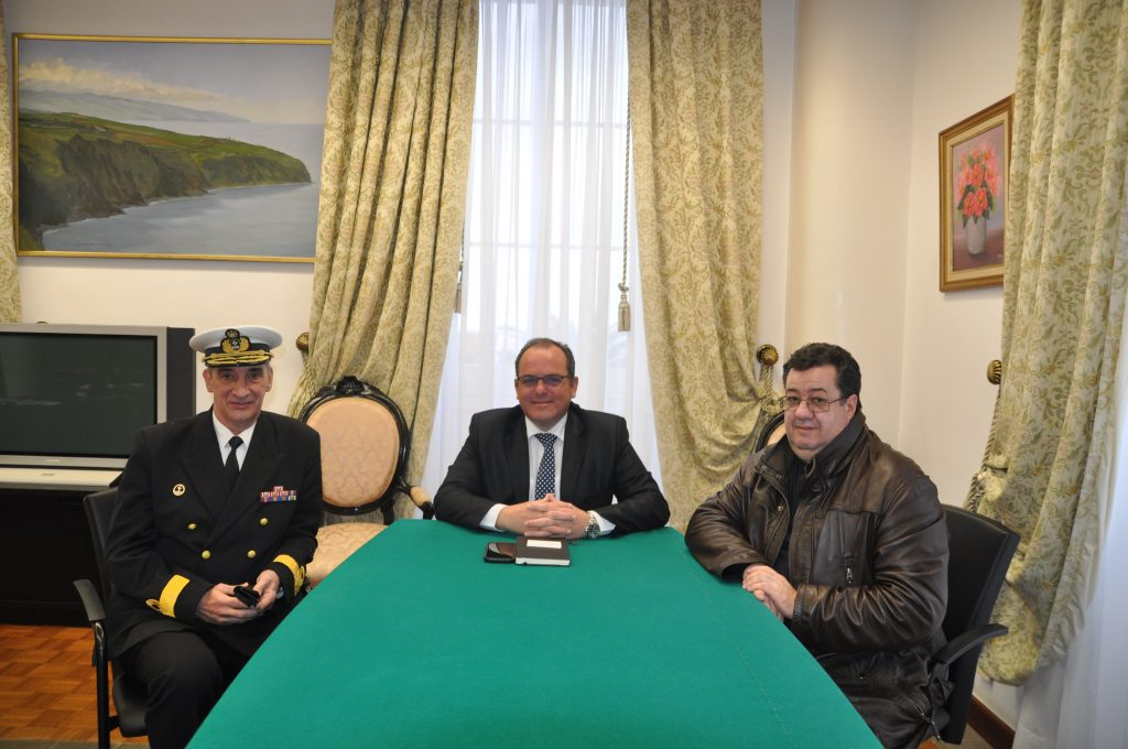 Novo comandante da Zona Marítima dos Açores apresenta cumprimentos